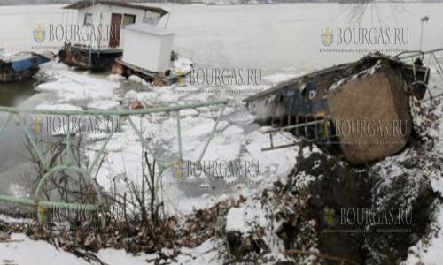 14 февраля 2017 года, Силистра, ледоход уничтожил несколько пантонов и вспомогательных судов