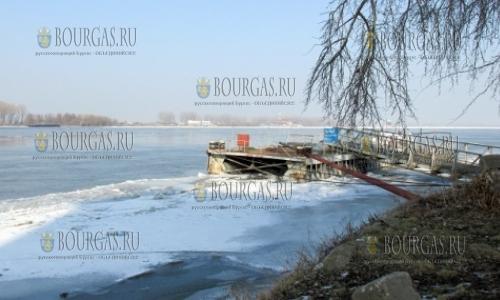 15 февраля 2017 года, Силистра, на Дунае в районе города серьезно пострадали паромные сооружения