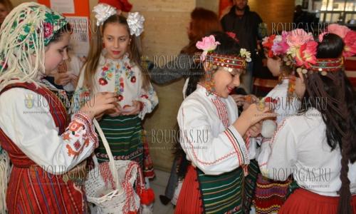23 февраля 2017 года, муниципалитет Благоевграда, здесь с песнями, танцами, воссозданием обычаев - открылась мастерская - Баба Марта