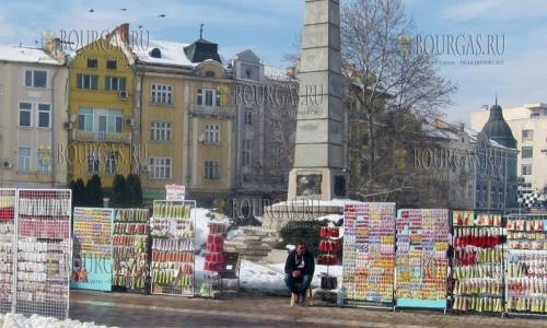 3 февраля 2017 года, площадь Свободы в Плевене, здесь развернулась целая ярмарка на которой можно купить мартеницы ко Дню Бабушки Марты (Баба Марта)