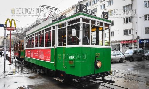8 февраля 2017 года, София, бесплатный ретро-трамвай бегал по улицам города в Дни Вены