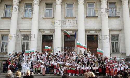 1 марта 2017 года, к Национальному празднику Болгарии, который отпразднуют 3-го марта, 200 детей прочитали стихотворение Ивана Вазова - Я болгарин