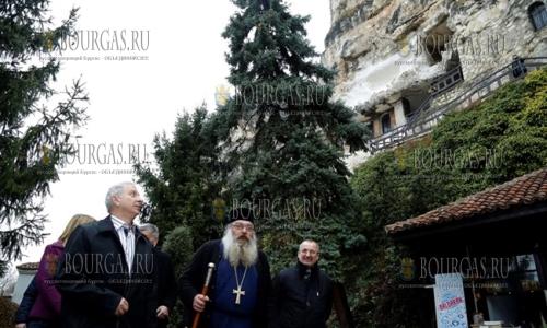 11 марта 2017 года, глава правительства - Огнян Герджиков, посетил Басарбовския скальный монастырь - Св Димитрия Басарбовски
