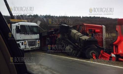 11 марта 2017 года, Ришкия проход, грузовой автопоезд опрокинулся в кювет, данных о пострадавших нет