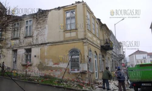 13 марта 2017 года, Шумен, после ливней в центре города рухноло часть старого здания, пострадавших нет