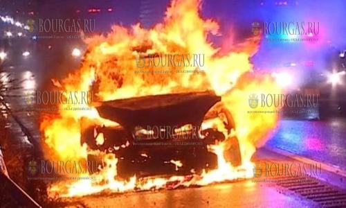 13 марта 2017 года, Варна, на одной из улиц города за несколько минут сгорел автомобиль Инфинити, пострадавших нет, о причинах возгорания - не сообщается