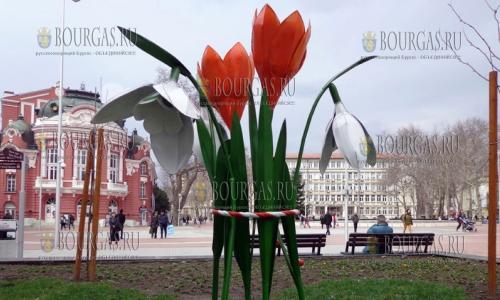 16 марта 2017 года, Варна, в центре города установили букет подснежников и крокусов, которые создал художник Венцислав Марко