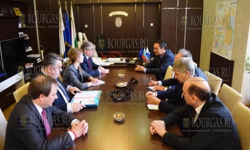 20 марта 2017 года, Бургас, здесь провели встречу мэр города Димитр Николов и посол РФ в Болгарии, Анатолий Макаров - обсуждали предстоящий туристический сезон