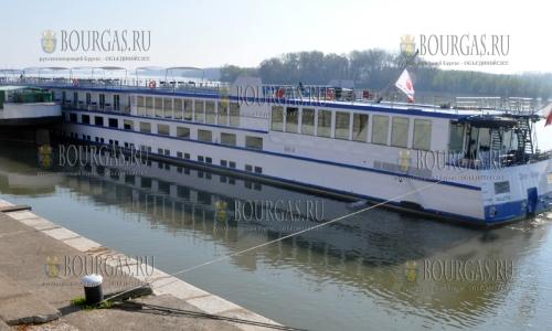 22 марта 2017 года, Видин, здесь причалило первою круизное судно в этом году - River Adagio, а всего 192 судна в этом году привезут туристов в эти края