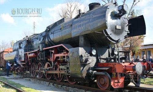 26 марта 2017 года, вокзал Ловеча, здесь можно осмотреть паровоз, который начал перевозить пассажиров в Болгарии 65 лет назад, в далеком 1952 году