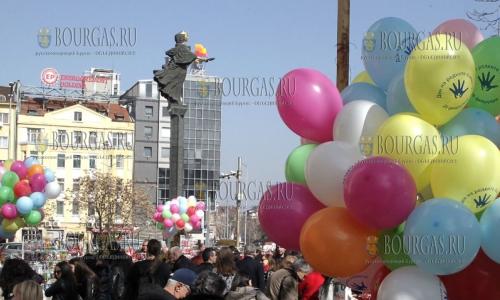 28 февраля 2017 года, София, в международный День редких заболеваний - в небе над городом парили разноцветные шары