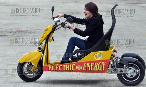 7 марта 2017 года, Хасково, местные кулибины собрали 3-х колесный электромобиль, который разгоняется до 60 км ч и может проехать без подзарядки 10 км