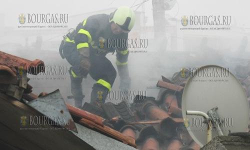 9 марта 2017 года, Силистра, здесь в центре города загорелись три дома, а пожар тушили 4 пожарных расчета и 18 пожарных