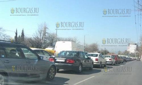 1 апреля 2017 года, центр Варны, из-за открытия мото сезона байкерами, тысячи автовладельцев стояли в пробках по городу
