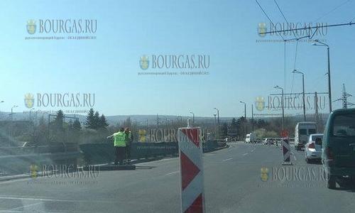 1 апреля 2017 года, Варна, здесь продолжают ремонтировать Аспарухов мост, движение по которому пока затруднено для транспортных средств