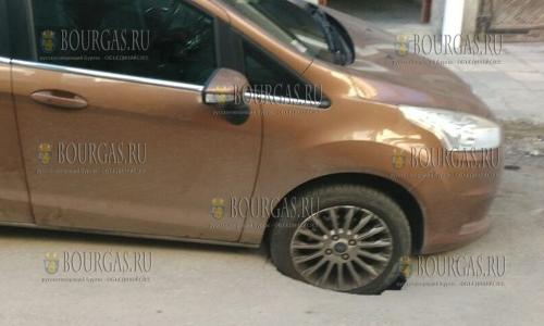 11 апреля 2017 года, Варна, на одной из улиц провалился авто