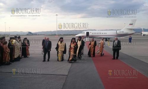 15 апреля 2017 года, аэропорт Софии, болгарская делегация, которая отправлялась в Израиль за Благодатным огнем - вернулась в Болгарию