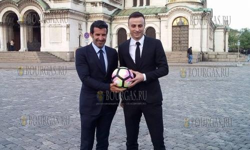 18 апреля 2017 года, София, знаменитые футболисты Луиш Фигу и Димитр Бербатов сегодня прогуливались по центру столицы Болгарии