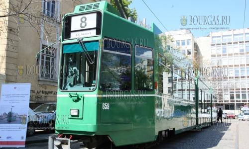 24 апреля 2017 года, София, по городу уже перевозят пассажиров первые 4 трамвая, полученные по линии Болгарско-швейцарской программы сотрудничества