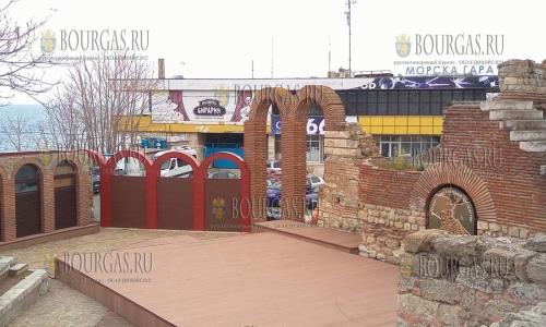 25 апреля 2017 года, Несебр, здесь в Старом городе установили пластиковые арки