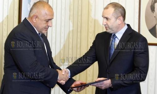 27 апреля 2017 года, София, Румен Радев вручили мандад на формирования правительства Бойко Борисову