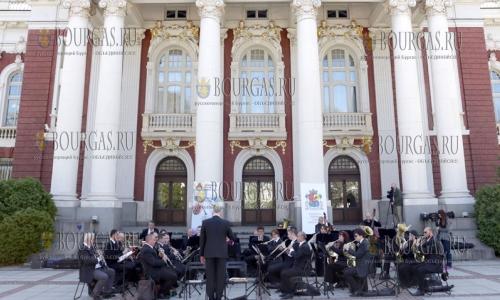 3 апреля 2017 года, София, музыканты Софийского духового оркестра по случаю 138 годовщины объявления Софии столицей - устроили импровизированный концерт