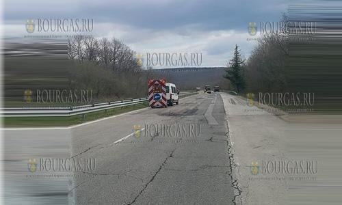 9 апреля 2017 года, ремонтные работы на трассе в направлении Варны - как видим не всегда в Болгарии нужно ездить по знакам