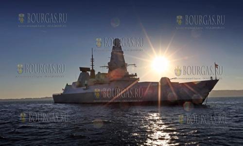 Эскадренный миноносец ВМС Великобритании HMS Daring в Варне