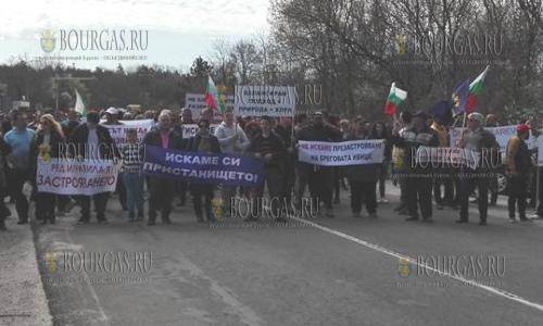 Местные жители в Царево грозят бойкотировать начало сезона