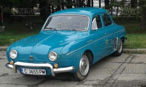 Парад ретро автомобилей в Сливене 2017 - лучший восстановленный авто Рено Дофин 1956 года выпуска