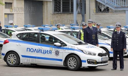 12 мая 2017 года, София, болгарские полицейские в Главной дирекции Национальной полиции были вручены ключи от 60 новых патрульных авто