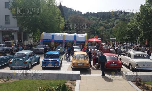 XIV ретро-парад старинных авто и мотоциклов в Благоевграде прошел сегодня