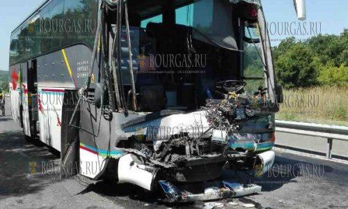 """Сегодня на трассе Бургас - Созополь столкнулись два автобуса """"Вольво"""""""