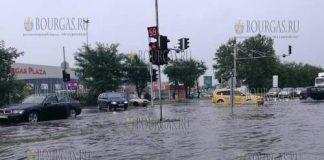 Буря и ливни утопили Бургас, автострада в районе Бургас Плаза, 27 июля 2017 года