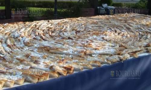 в селении Севлиево в Болгарии приготовили 288 метровый тыквенник