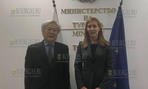 поток японских туристов в Болгарии, Николина Ангелкова и Массато Ватанабе