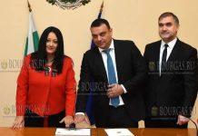 в Болгарии почтовую марку, почтовую открытку и специальный штемпель - «Первое болгарское председательство в Совете ЕС»