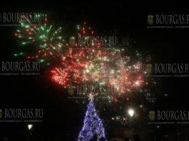 Главная елка Болгарии 2017 года зажгла огни в Софии