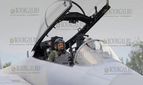 Румен Радев протестировал французский боевой самолет Rafale
