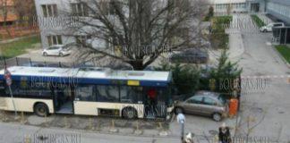 В Варне автобус убежал от водителя, при этом помял припаркованные авто