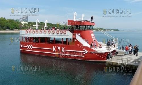 корабль Кук, курсирующий по маршруту Бургас - остров Святой Анастасии