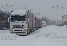 На участке трассы Ахелой - Каблешково оказались заблокированы несколько авто