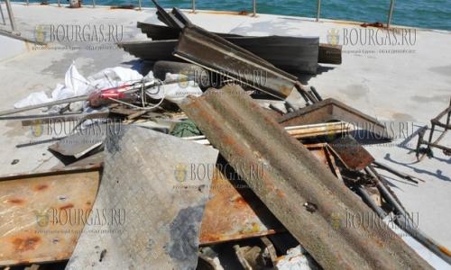 очистка морского дна в районе моста в Бургасе