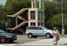 пешеходная эстакада на автостраде в районе селения Атия