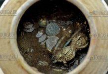 В Болгарии нашли клад из почти 1000 золотых, серебряных, медных и бронзовых предметов