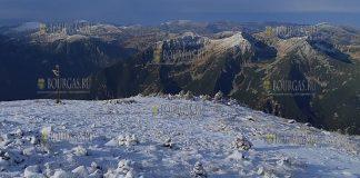 Вчера, на самой высокой точке Болгарии - горе Мусала (2 925 метров над уровнем моря), выпал первый снег