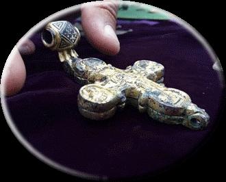 в крепости Трапезица найден золотой крест с фрагментами Святого Креста, на котором был распят Иисус Христос