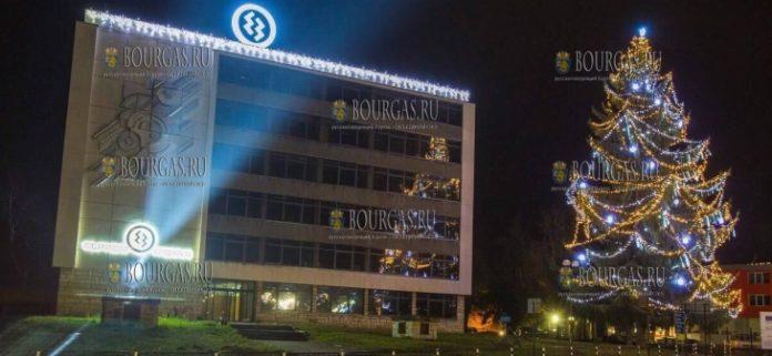Самая высокая живая Рождественская елка была украшена в болгарском городке Троян