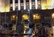 Ураганный ветер растрепал Рождественскую красоту на улицах в Софии