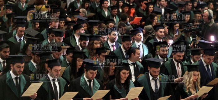 Более 400 молодых врачей в Болгарии дали клятву Гиппократа
